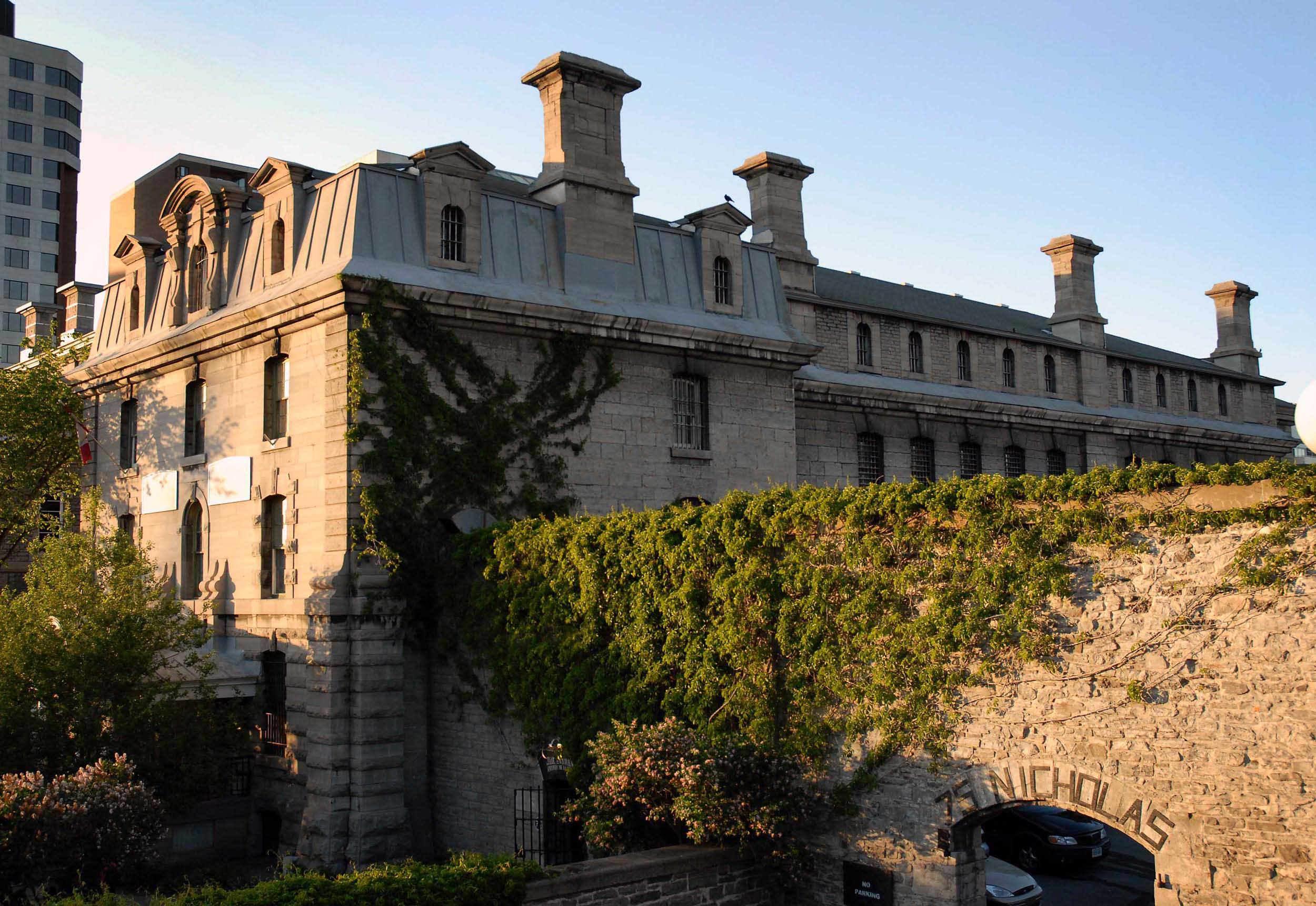 Hi Ottawa Jail Hostel Exterior Low
